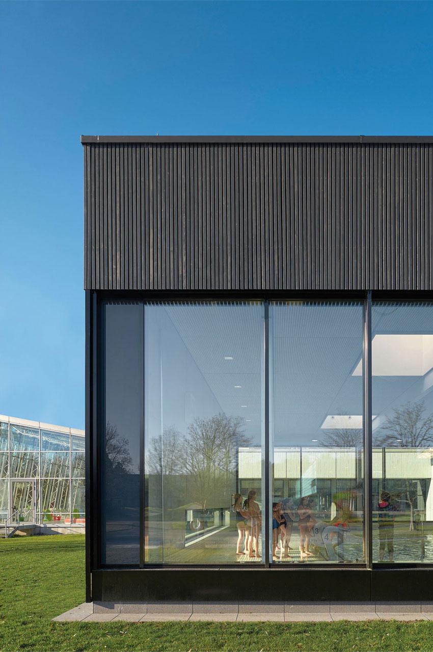 Hallenbad Holzfassade Lamellen Neubau