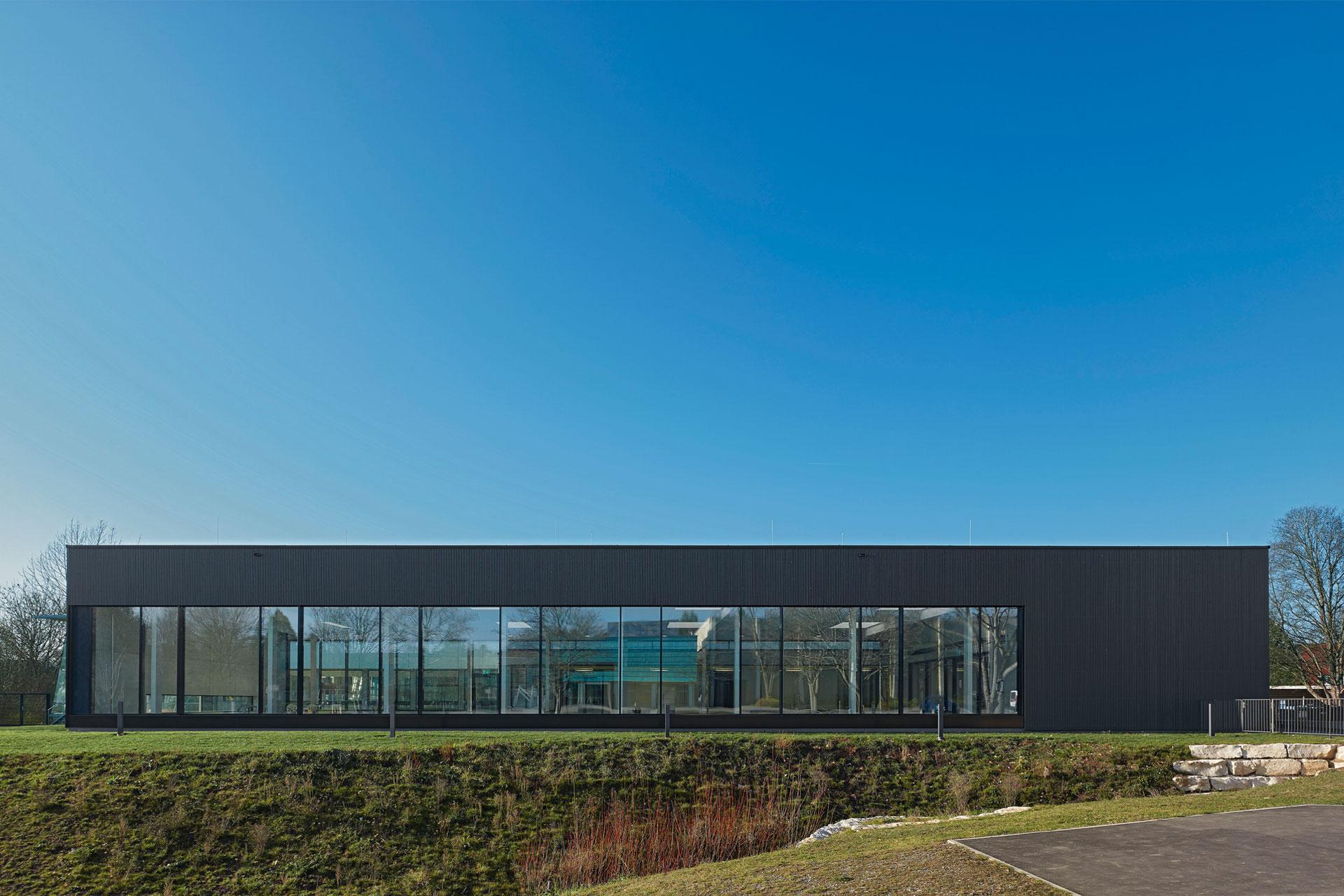 Hallenbad Holzfassade Neubau Pfosten Riegel