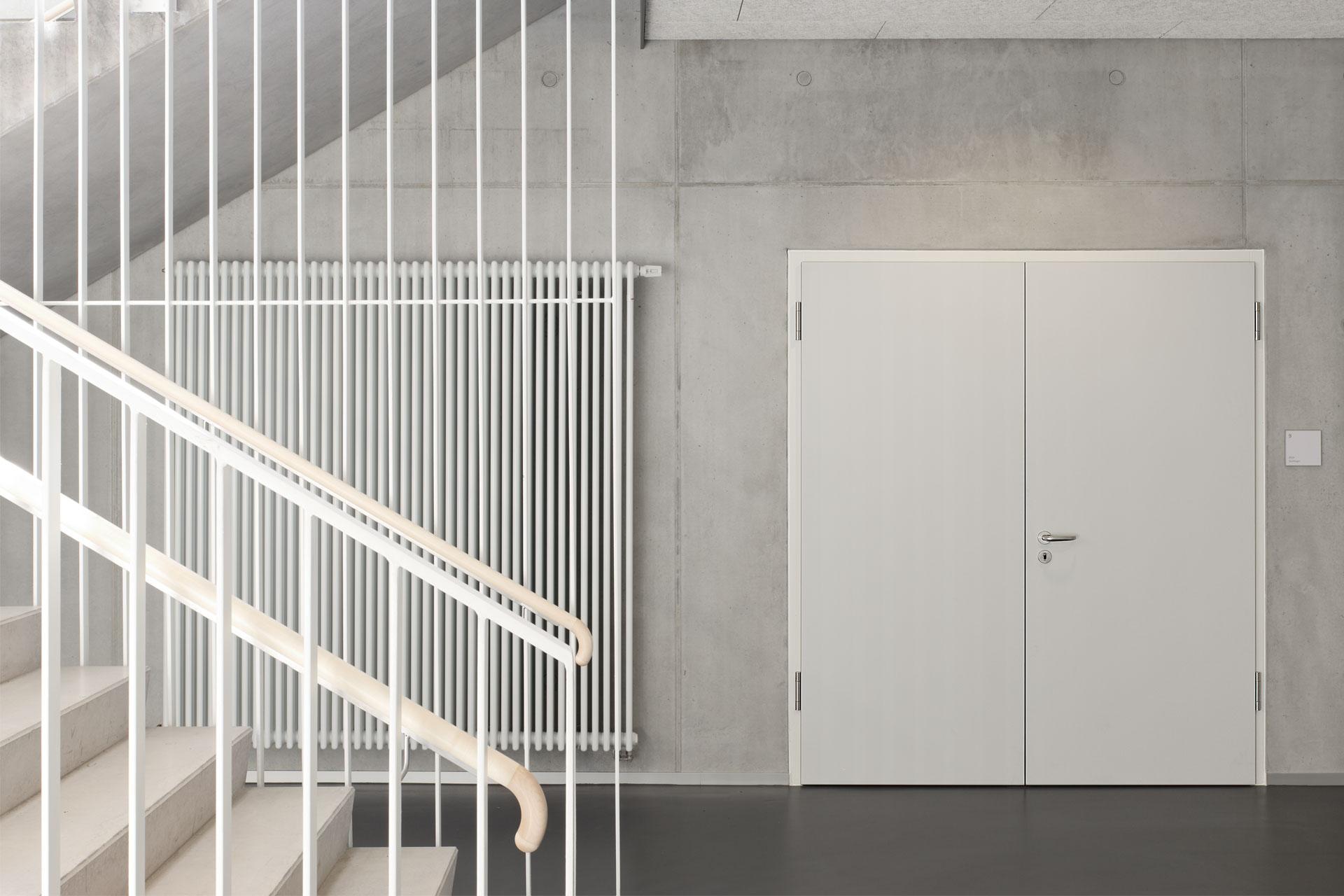 Architekt, Erweiterungsneubau, Treppenhaus, Werkräume, Sichtbetonwand