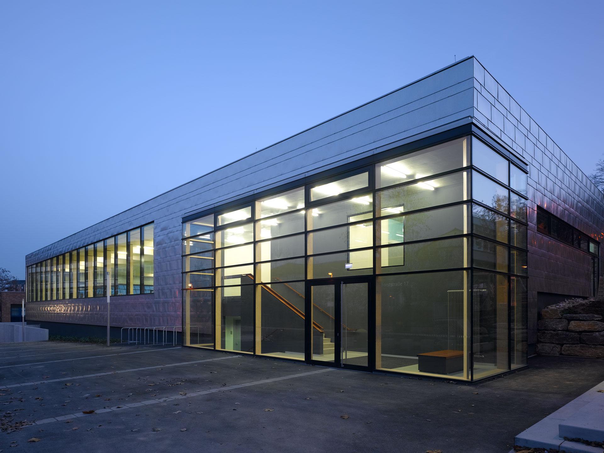 Architekt, Neubau Hallenbad, Eingangsbereich Außenanlage