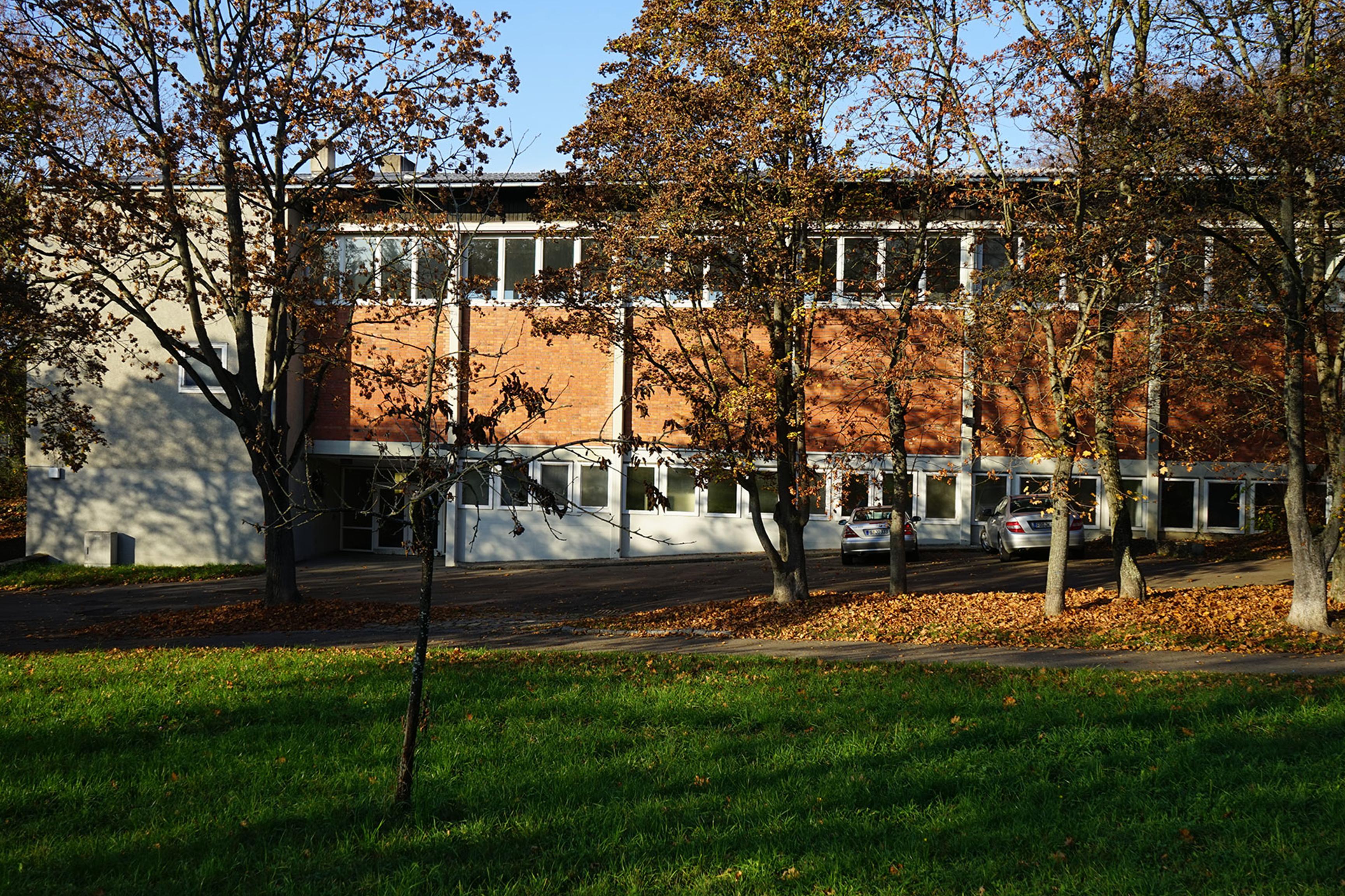 generalsanierung-denkmalbau-6-turnhalle-silcherschule-stuttgart-03